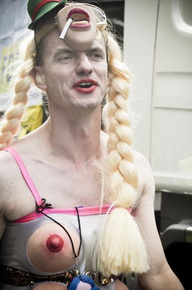 Gay parade_Funny maskweb