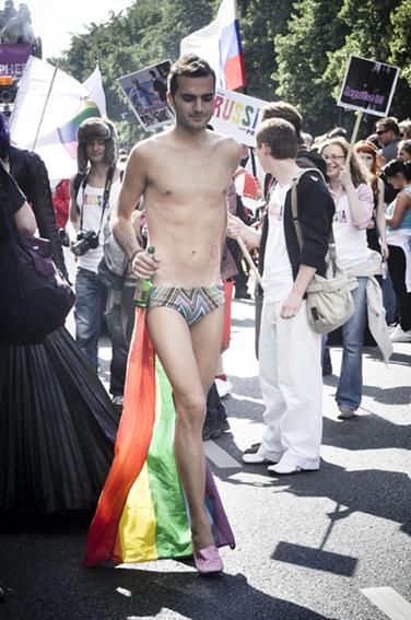 Gay parade_Minimalweb