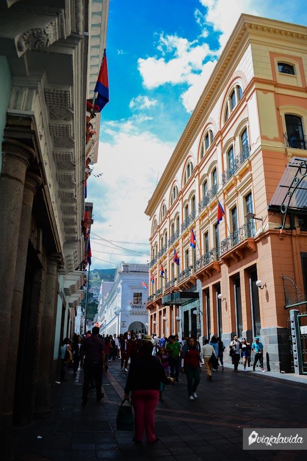 Subiendo la loma para entrar al Quito Histórico.
