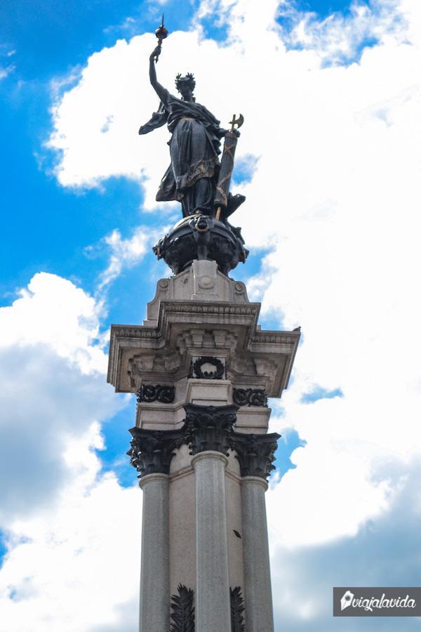Monumento a los Héroes del 10 de Agosto.