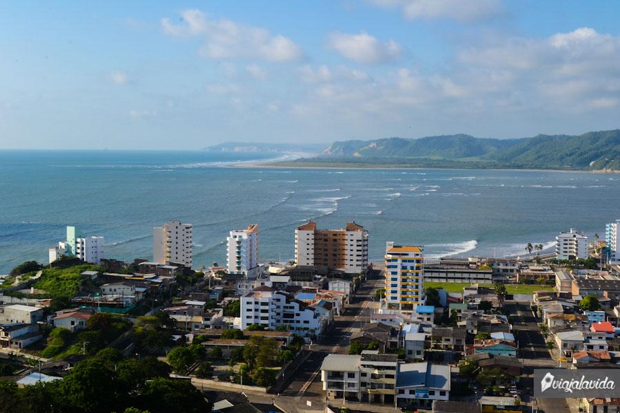 Bahía de Caráquez y su correntoso mar.