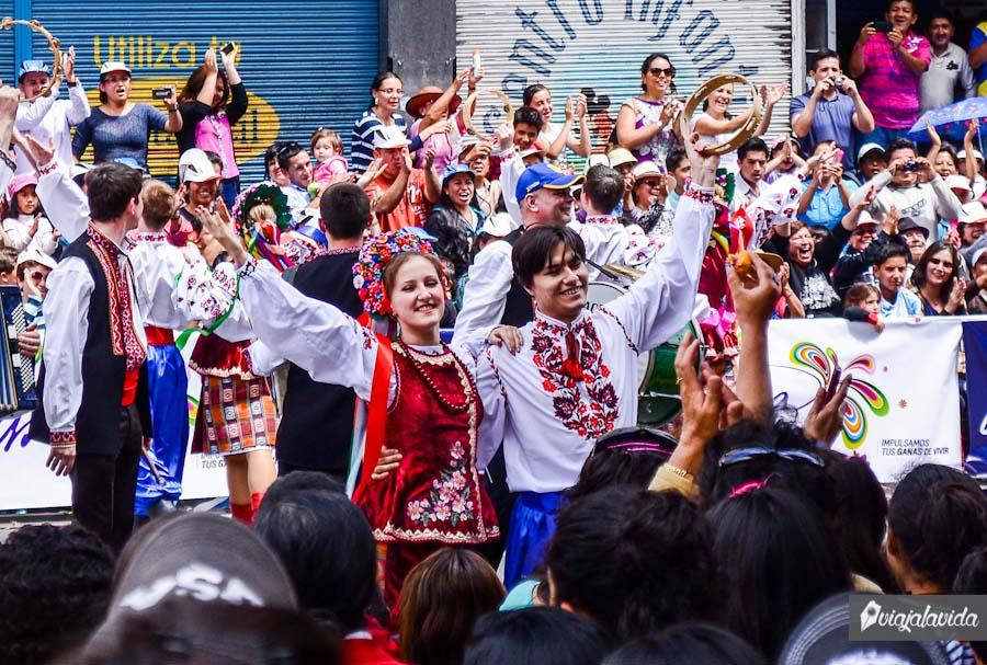 Gente celebrando tradicionalmente el carnaval