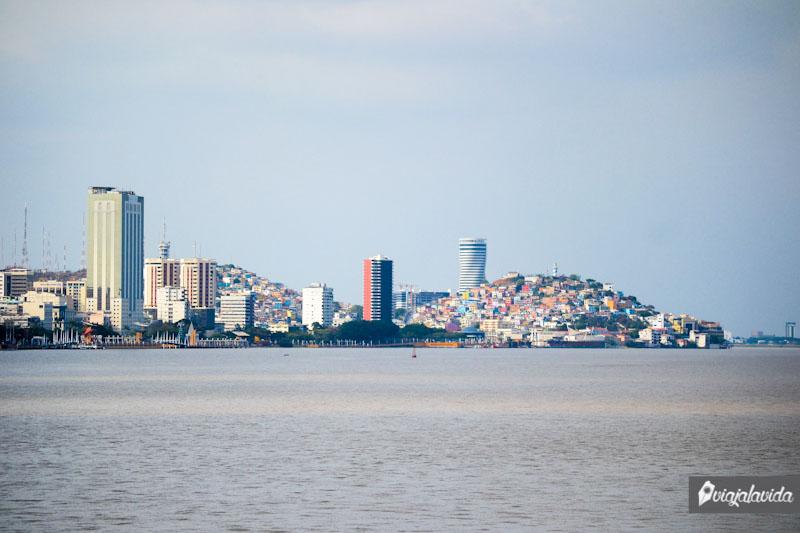 Vista de Guayaquil y el río, Costa ecuatoriana.