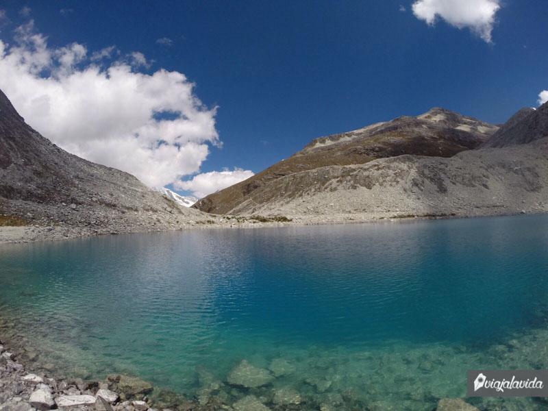 Agua cristalina de la Laguna 69.