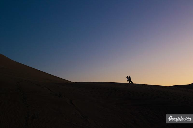 Dando pasos en medio del desierto.
