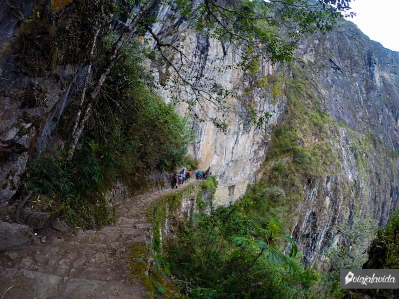 Caminando sobre el Puente del Inca.