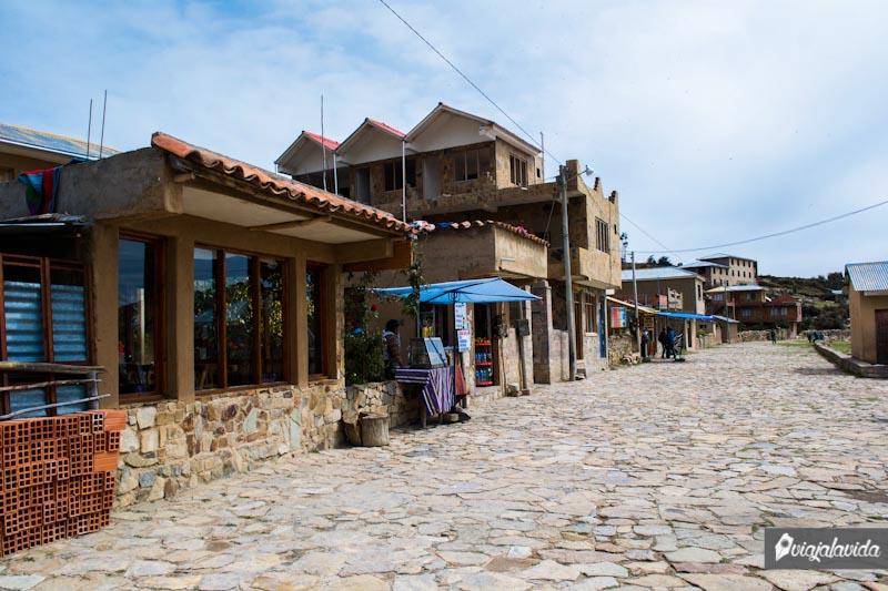 Calles de piedra en la Isla del Sol.