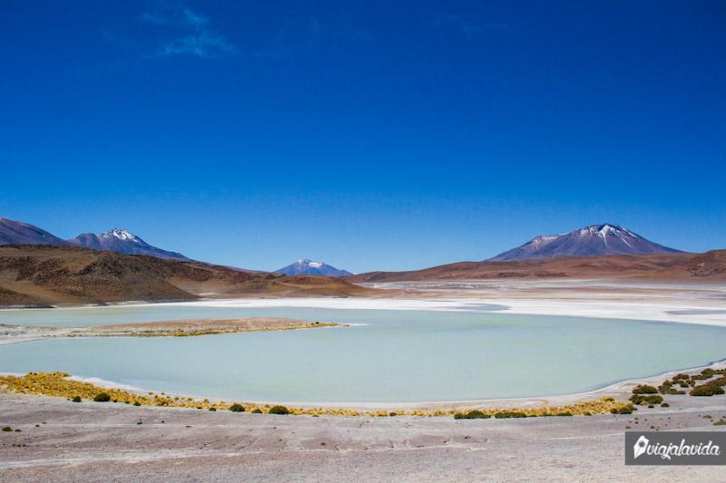 Laguna Honda con forma de corazón, Bolivia.