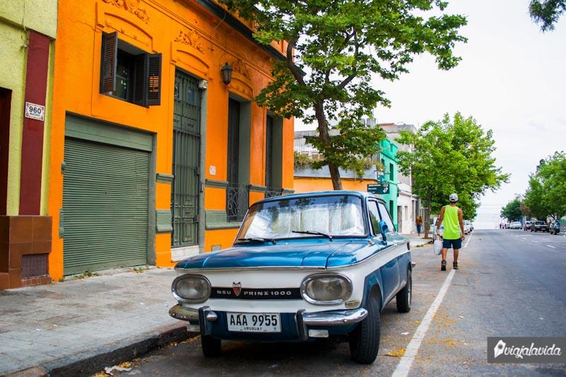 Caminando en la calle, Montevideo.