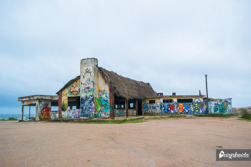 Casa abandonada en Punta del Diablo.