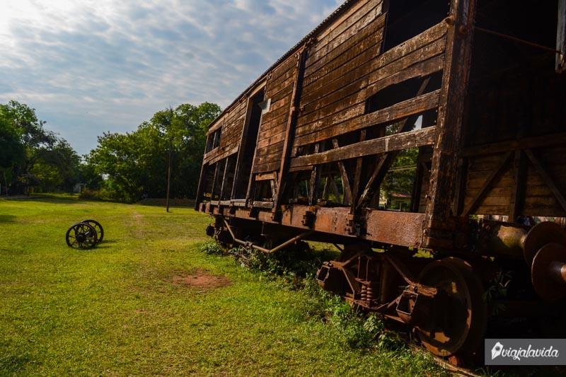 Antiguos vagones de tren en Paraguay.