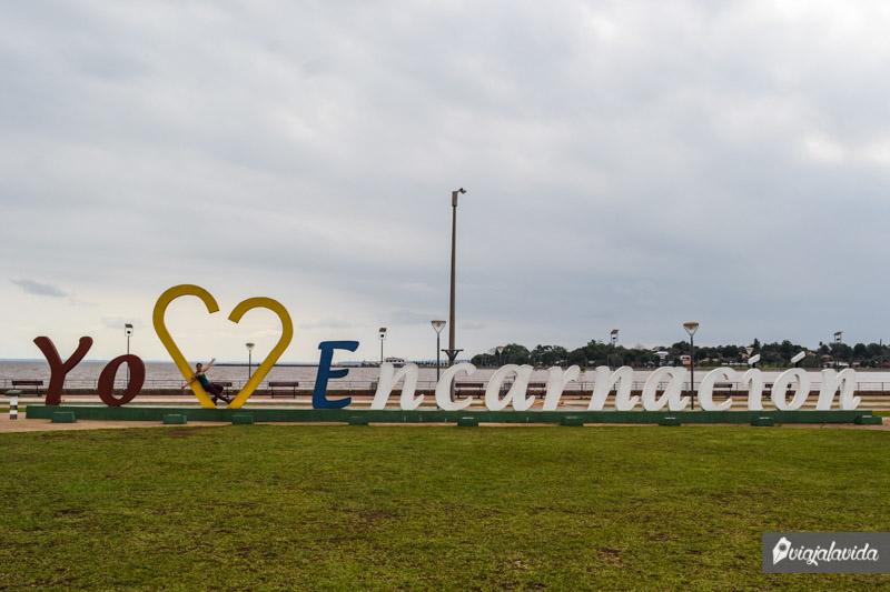 Letrero Yo amo Encarnación.