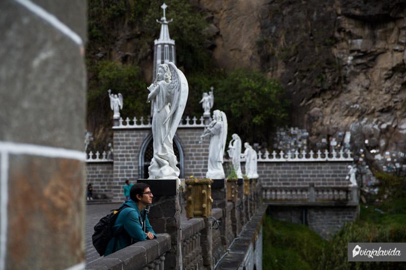 Esculturas sobre el puente de Las Lajas.
