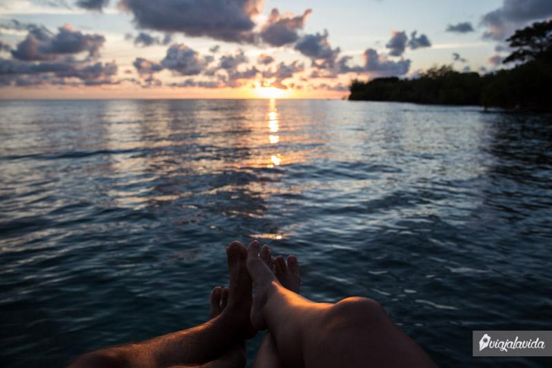 Frente al atardecer en la Isla Múcura.