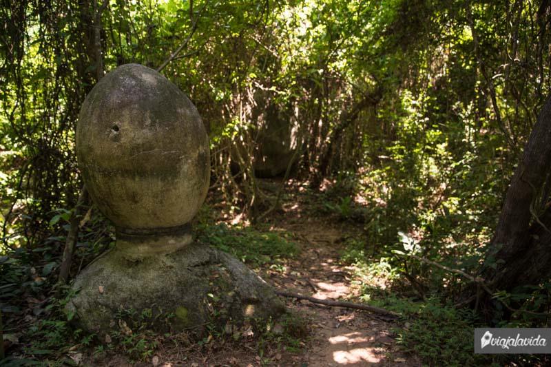 Piedras con forma de huevo en el Tayrona.