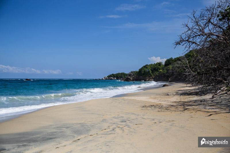 Playa nudista en Colombia.