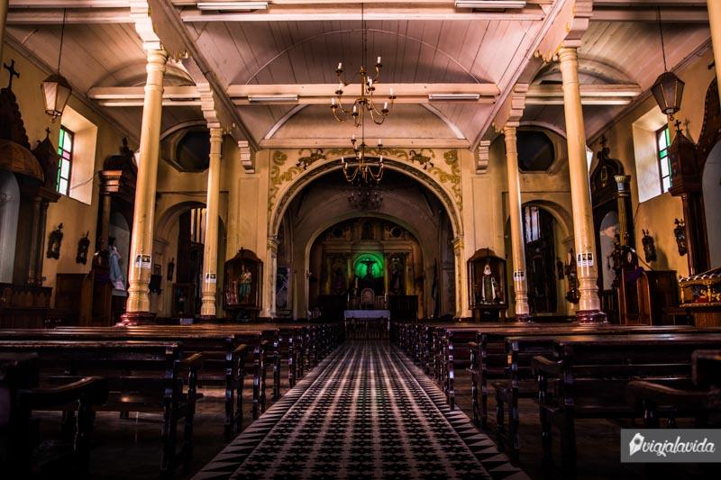 Interior de la Catedral de Santa Rosa de Copán.