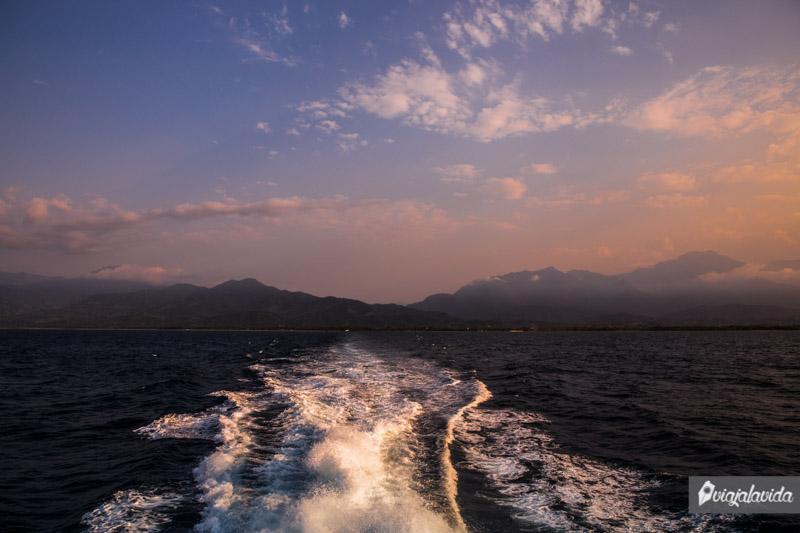 Ferry a la isla Útila.