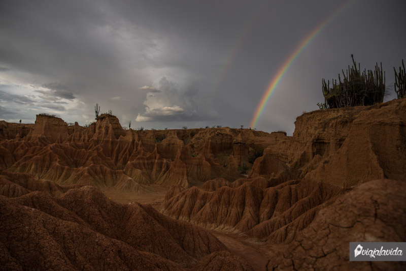 Arcoíris en el desierto, Colombia.