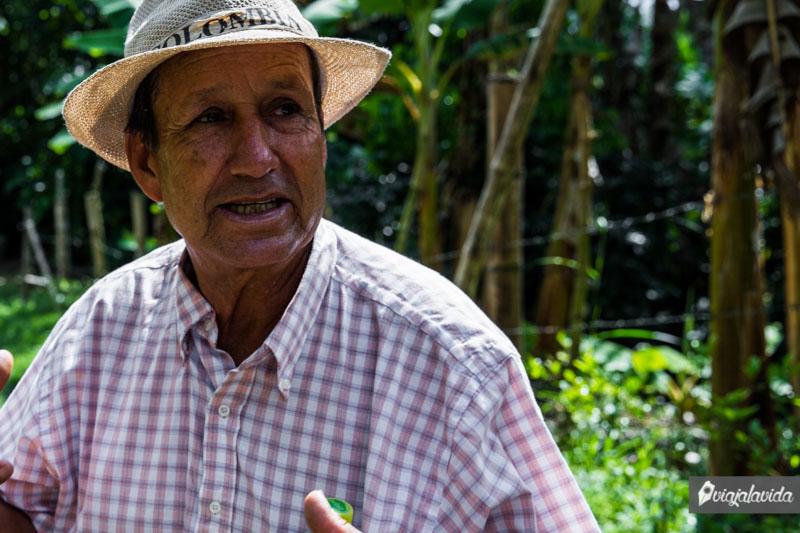 Don Leo, propietario y guía del tour del café.