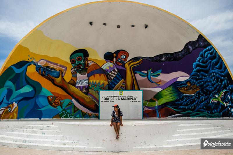 Mural en el escenario de Holbox.