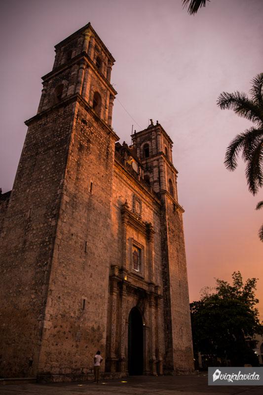 Iglesia en el zócalo de Valladolid.