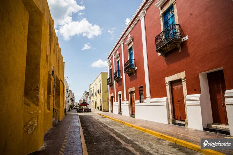 Mesas sobre la Calle 59 en Campeche.