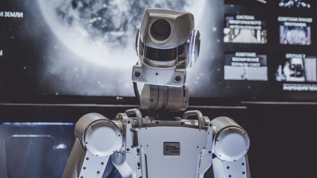 Cutie, el robot que no cree en los humanos.