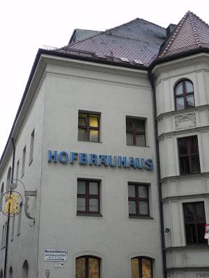 Fachada da Hofbräuhaus. O prédio é muito bonito. Vale a pena ser visitado.