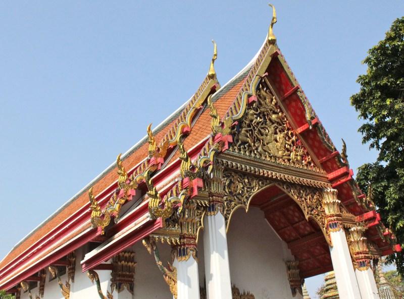 Templo de Wat Pho. Lá dentro fica a gigantesca estátua do Buda Reclinado.