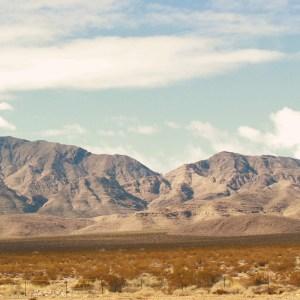 Tinha uma cidade fantasma no meio do caminho: pegando a estrada de Los Angeles até Las Vegas