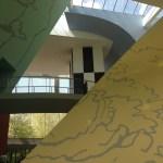 Interior Musee Herge em Louvain-la-Neuve
