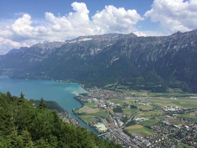 Passeios pela Suíça_Harder Kulm, vista para Interlaken_red_Viajando bem e barato pela Europa