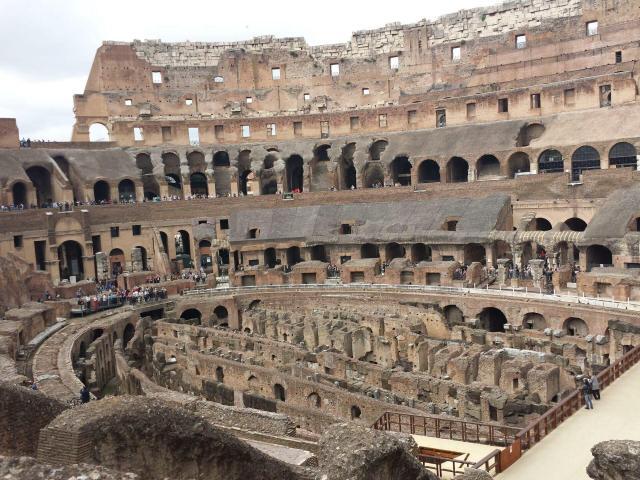 Viajando sozinho pela Europa_Coliseu_Viajando bem e barato