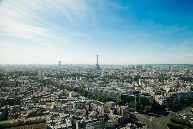Paris_cityscape_Viajando bem e barato