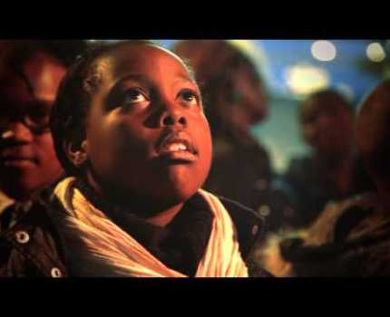KLM leva crianças para dentro da tela do cinema