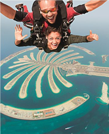 Skydiving over Palm Jumeirah 2
