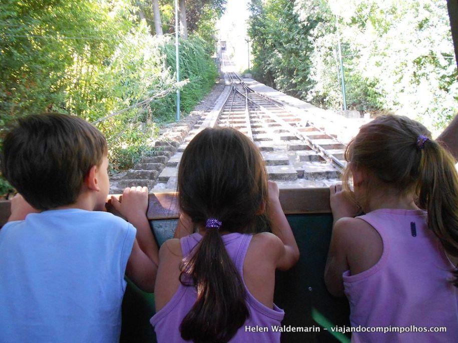 Cerro-san-cristobal-com-crianças-Santiago-Chile