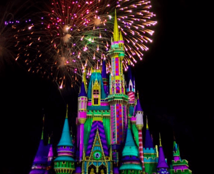 Assista à estreia do novo show de fogos de Natal do Magic Kingdom!