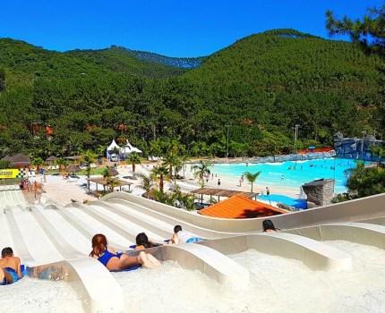 Magic City, em Suzano, tem mais de 40 piscinas para alegria de adultos e crianças