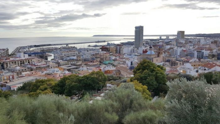 ¿Cómo llegar al aeropuerto de Alicante a partir de 1,20€?