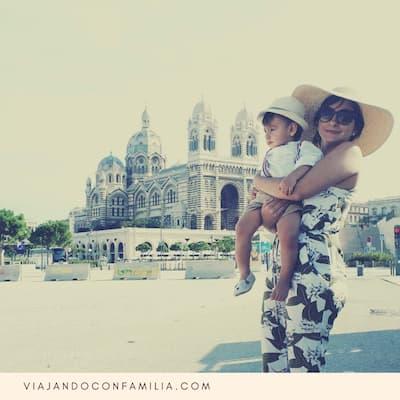 Fuera del Parqueo Indigo se puede admirar la hermosa Catedral La Major.