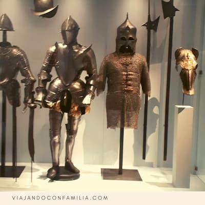 Estatuas Medievales dentro del MuCEM, entrada al Fuerte Saint Jean