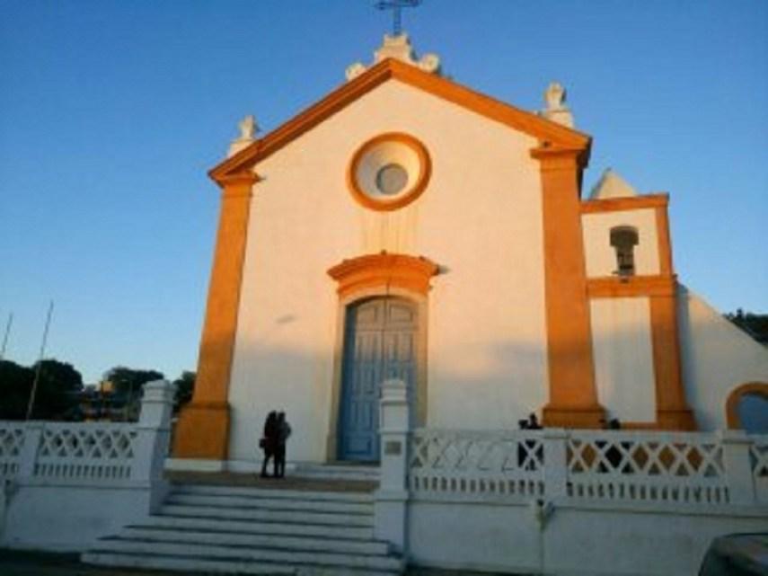 Iglesia al atardecer en Santo Antonio de Lisboa