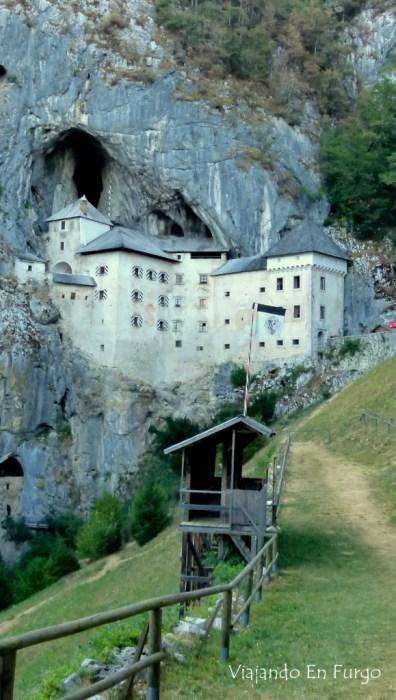 Castillo de Predjama Eslovenia en furgo