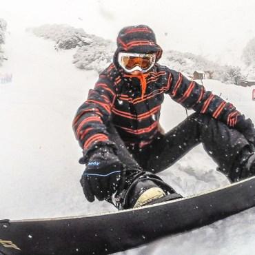Praticando snowboard em Nevados de Chillán