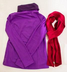 Fleece roxo e cachecol vermelho