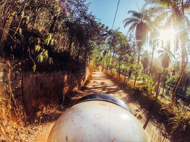 Pegando estrada de terra com o quadriciclo