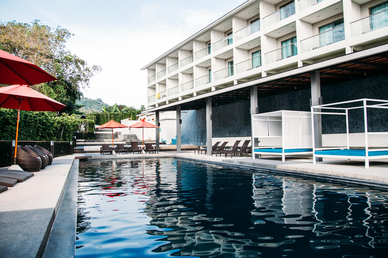 Piscina do hotel Sunset Beach Club em Koh Phangan   Viajando na Janela