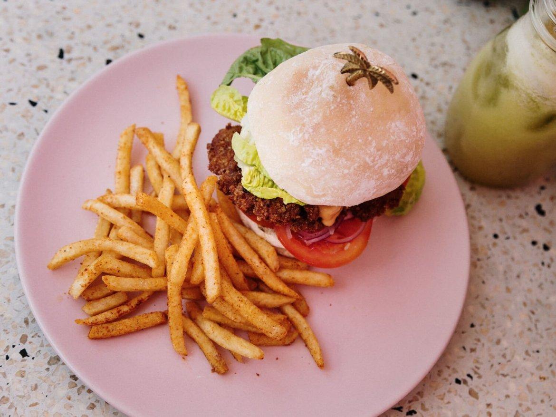 Canggu, Bali, Indonésia - Schnitzel Burger no Kynd